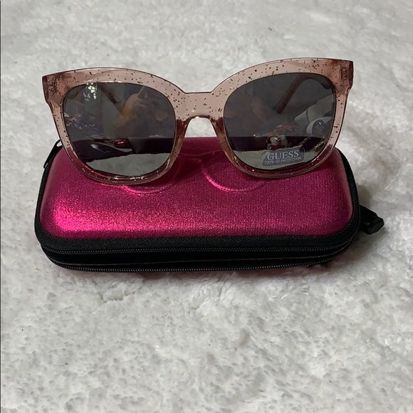 Guess Accessories - NWOT 🌞🌞GUESS SUNGLASSES🌞🌞
